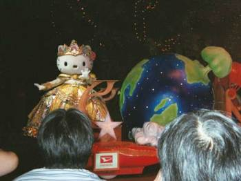 Hello Kitty in the 3:00 parade