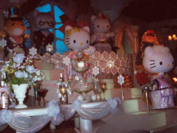 Hello Kitty wedding scene in Sanrio Character Boat Ride